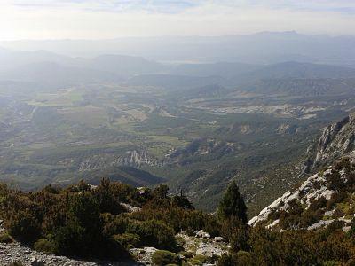 Cara sur de Sierra Ferrera, tierras de Toledo La Nata, Valle del Cinca e incluso Guara al fondo